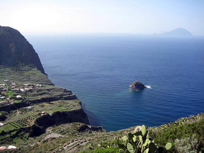 Espectaculares vistas desde Pollara en la isla de Salina