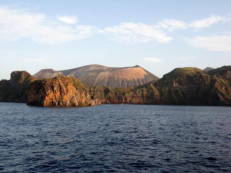 Llegando a la isla de Vulcano en las Eolias