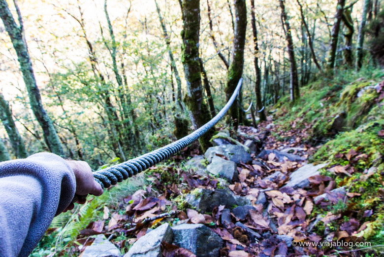 Agarraos bien a la cuerda en la Ruta Cascadas del Cioyo en Asturias