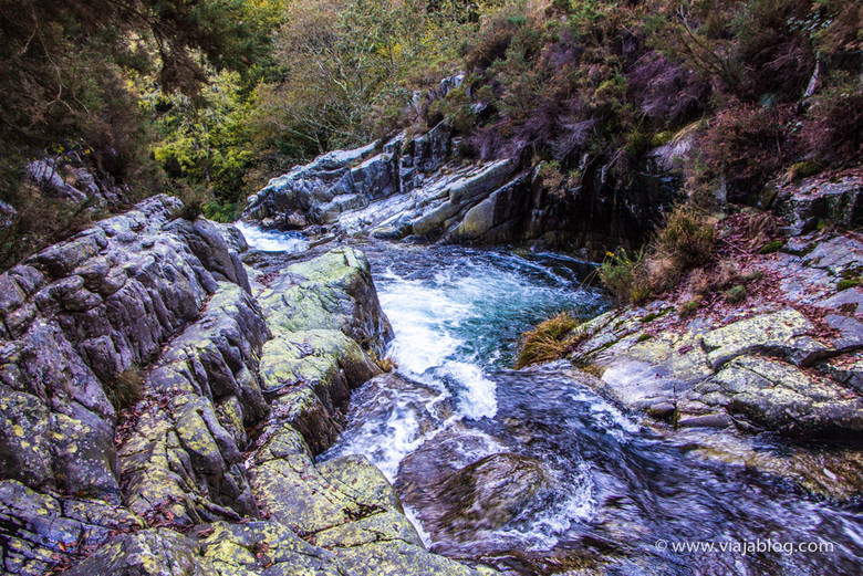 Río Porcía en la parte superior de la cascada del Cioyo en Asturias
