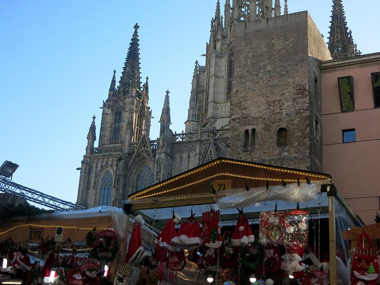 Las paradas de Santa Llúcia frente a la Catedral de Barcelona