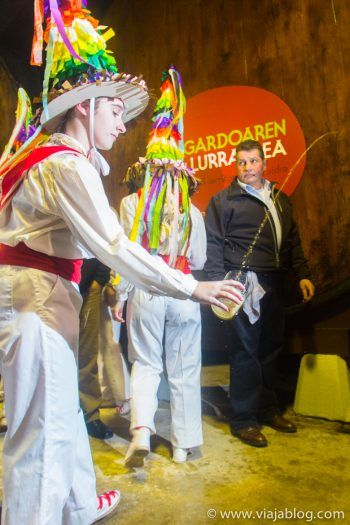 Bailarines de la Sagar Dantza, Sidra Vasca