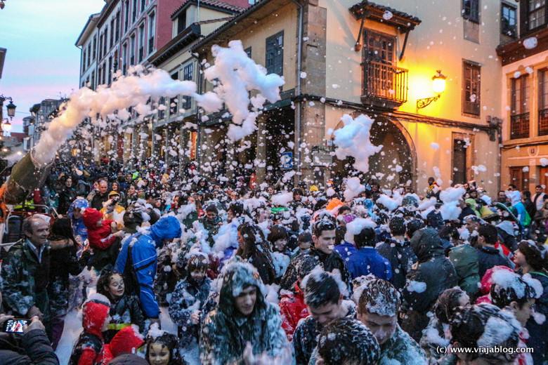 Descenso de Galiana en Avilés, Carnaval (Antroxu) en Asturias