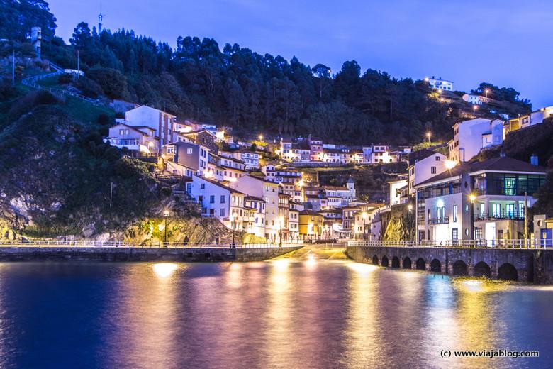Pueblo pesquero de Cudillero en Asturias