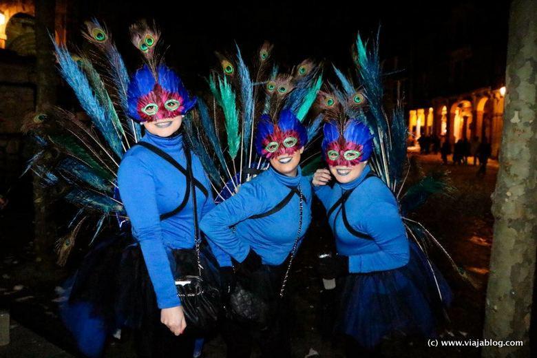 Disfrazadas en Avilés durante el Carnaval (Antroxu)