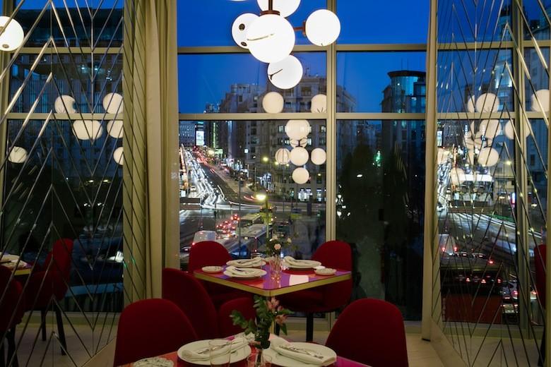 Vistas a la Gran Vía, Restaurante SOMOS Hotel Barceló Torre Madrid