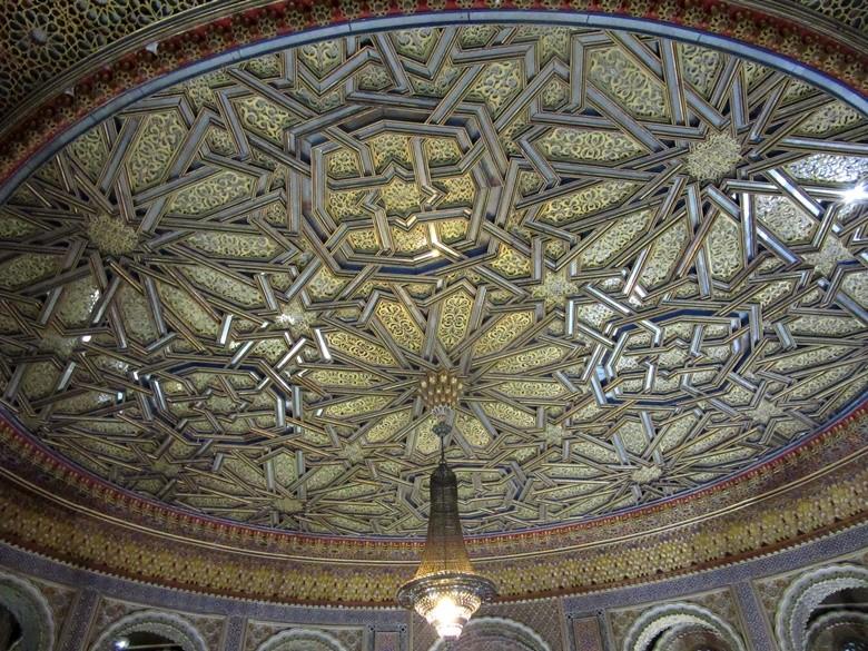 Techo del salón árabe del ayuntamiento de Utrera