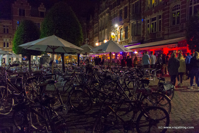 Oude Market en Lovaina (Flandes)