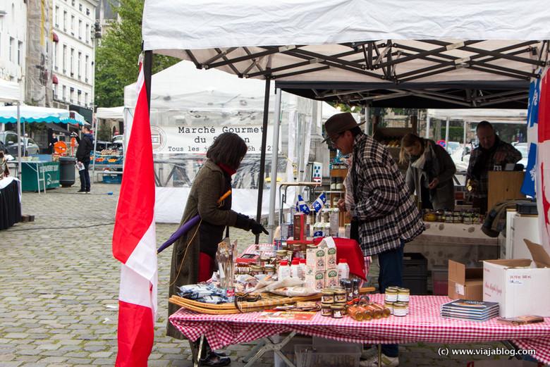 Mercado gourmet en Grand Sablon, Bruselas (Bélgica)
