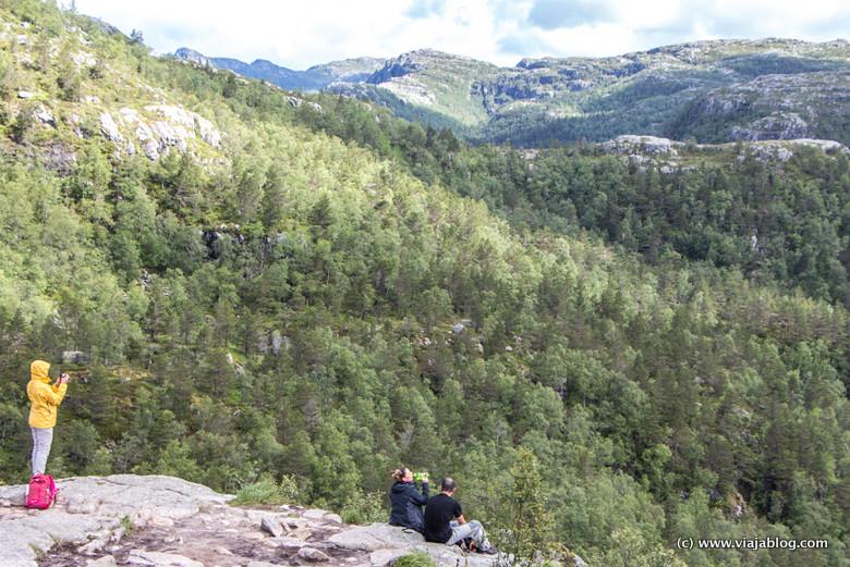 Paisajes Fiordos Noruega, Ascensión al Preikestolen
