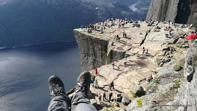 Preikestolen a mis pies Fiordos de Noruega.