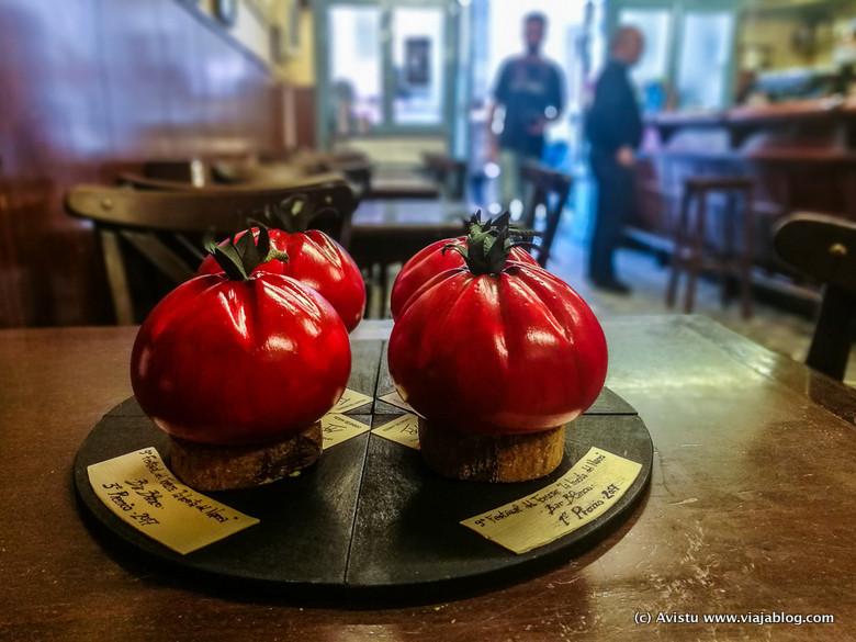Trofeos del Festival del Tomate de Huerta en Cangas del Narcea