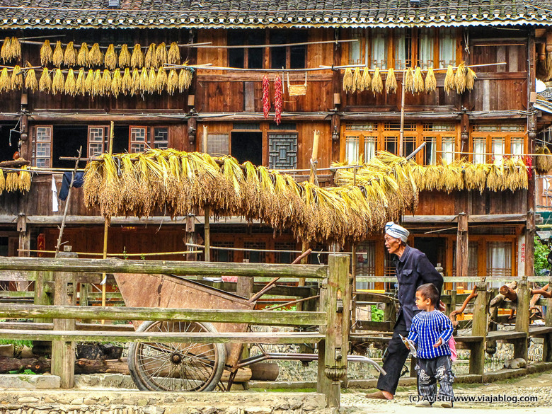 Anciano y niño, Zhaoxing, China