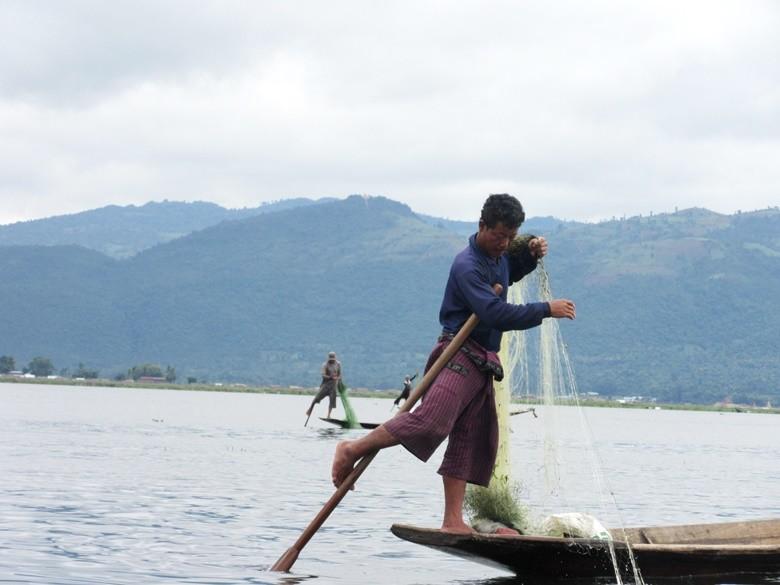 lago Inle pescador