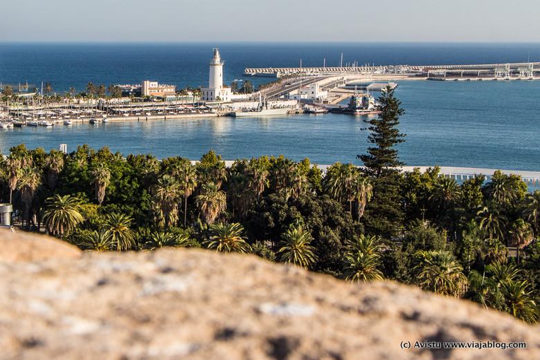 La Farola y Puerto desde las Cubiertas de la Catedral de Málaga
