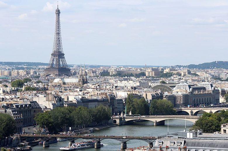 Río Sena y Torre Eiffel en París