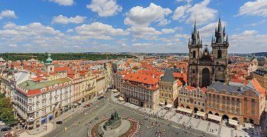 Vista de la Plaza de la Ciudad Vieja en Praga, República Checa