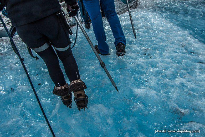 Crampones en el hielo, Glaciar Jostedalen (Noruega)