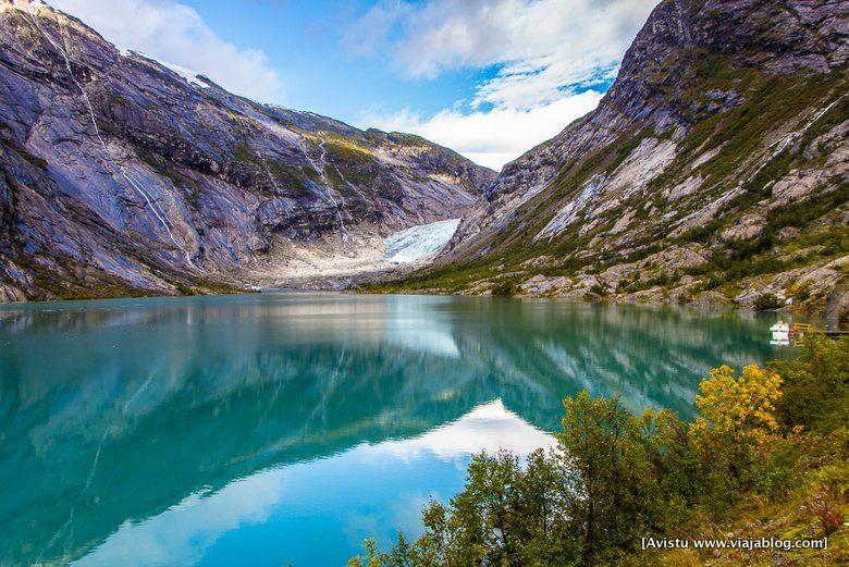 Glaciar Jostedalen y su lago (Noruega)