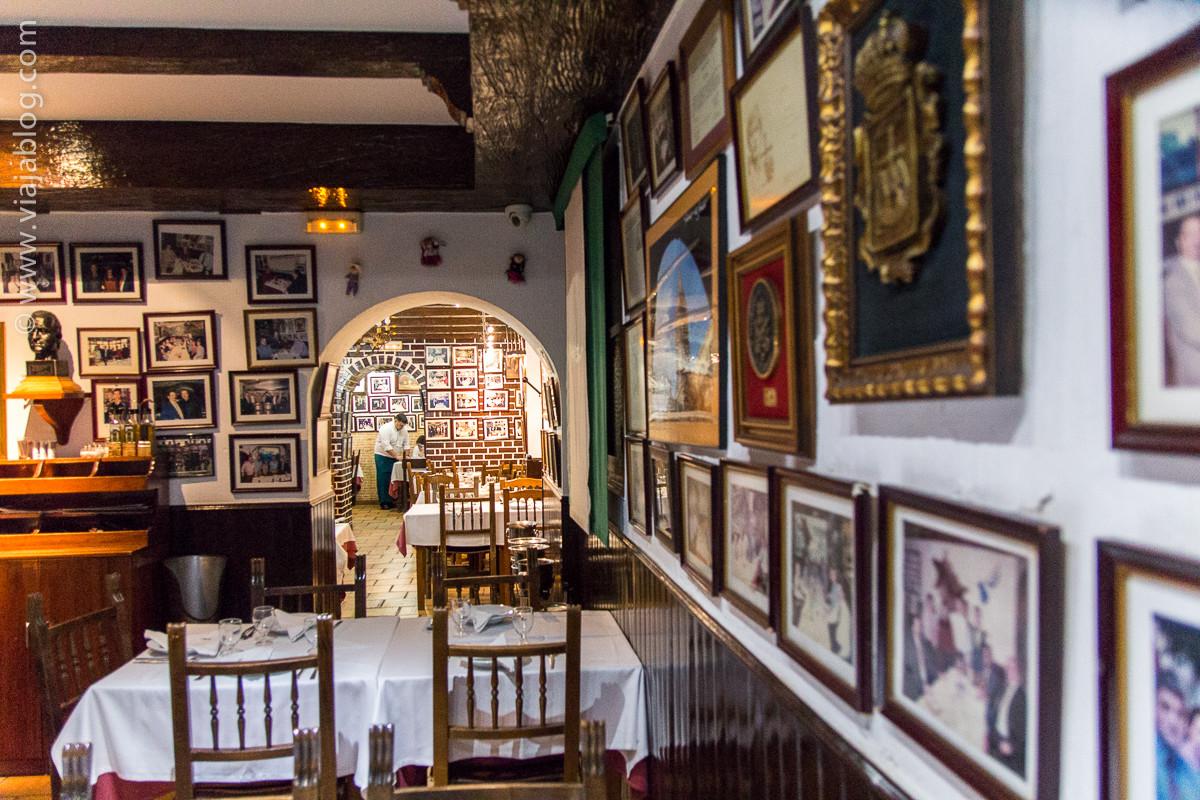 Interior Restaurante Asturiano Sidrería El Ñeru en Madrid