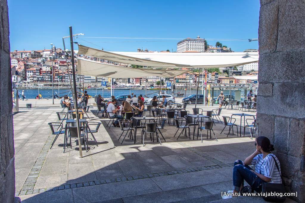 Restaurante en Vilanova de Gaia frente a Oporto (Portugal)