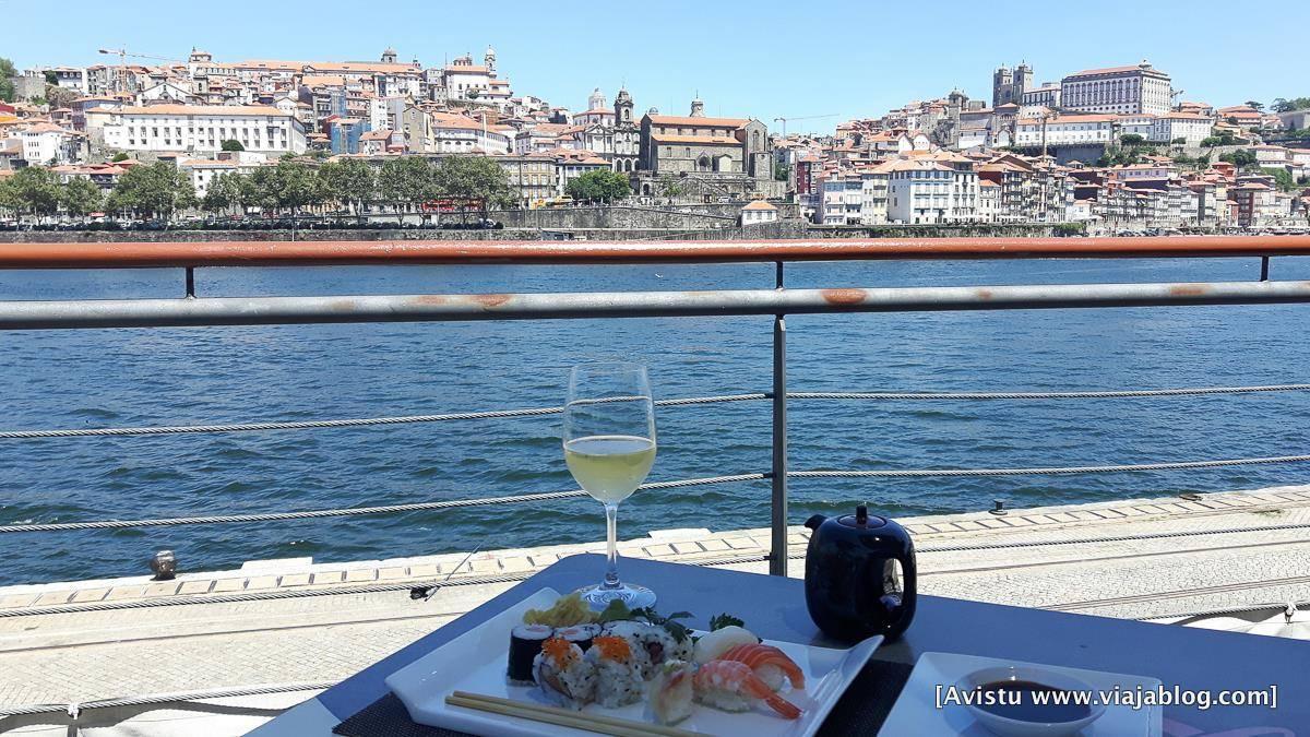 Restaurante Sumo Cais frente a Oporto (Portugal)