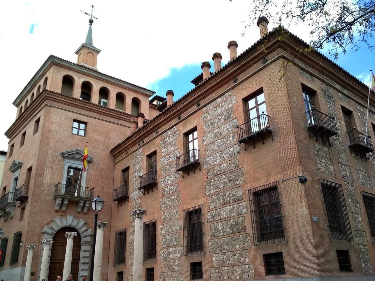 La Casa de las Siete Chimeneas de Madrid
