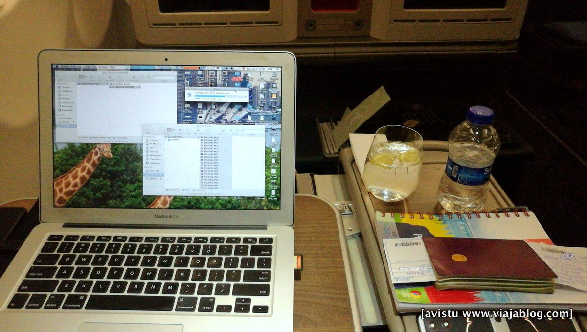 Listo para trabajar con el amplio espacio de los asientos Clase Business de Turkish Airlines