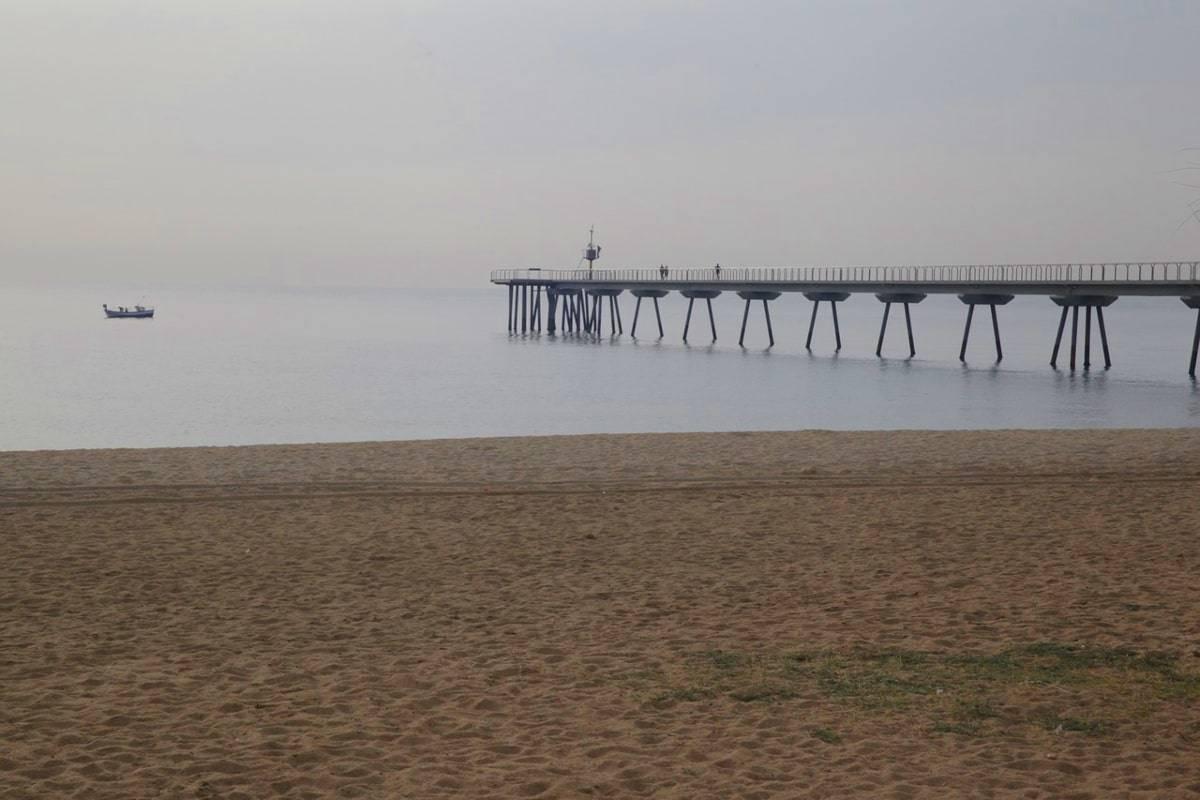 playa Badalona tren Barcelona