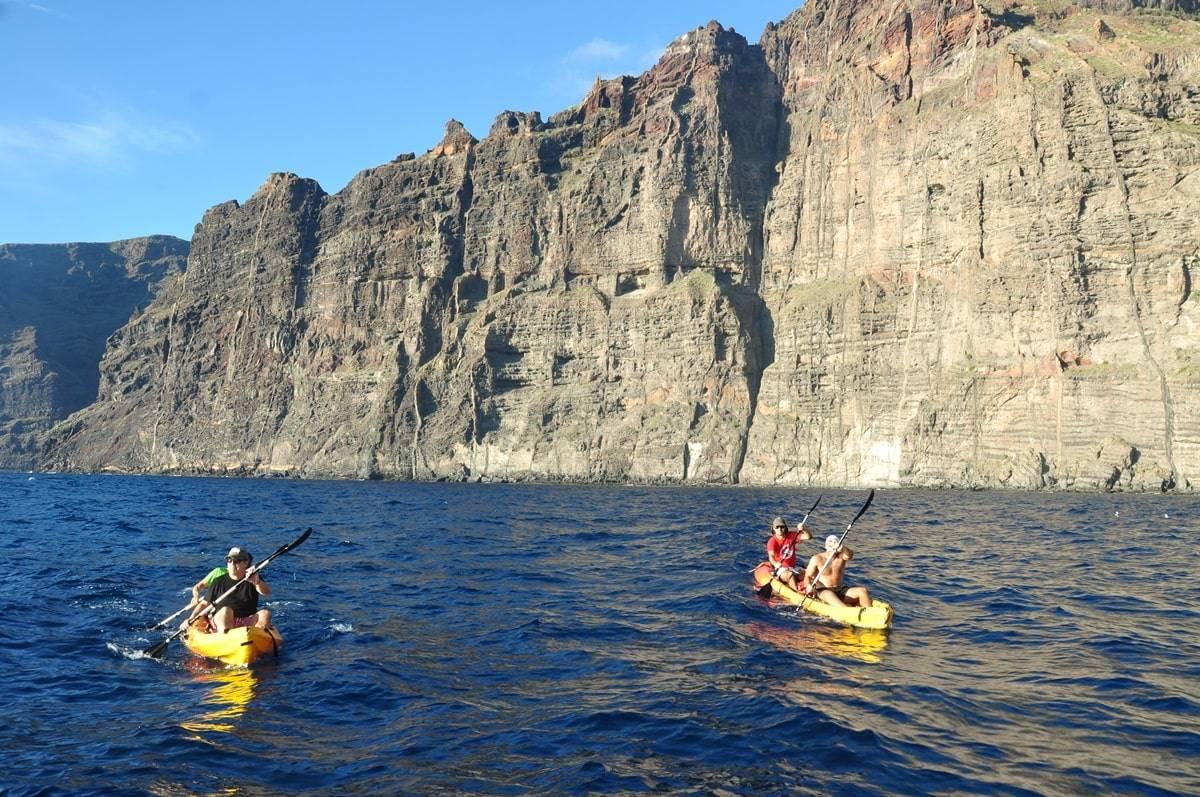 Kayak en Los Gigantes. Foto © David Escribano