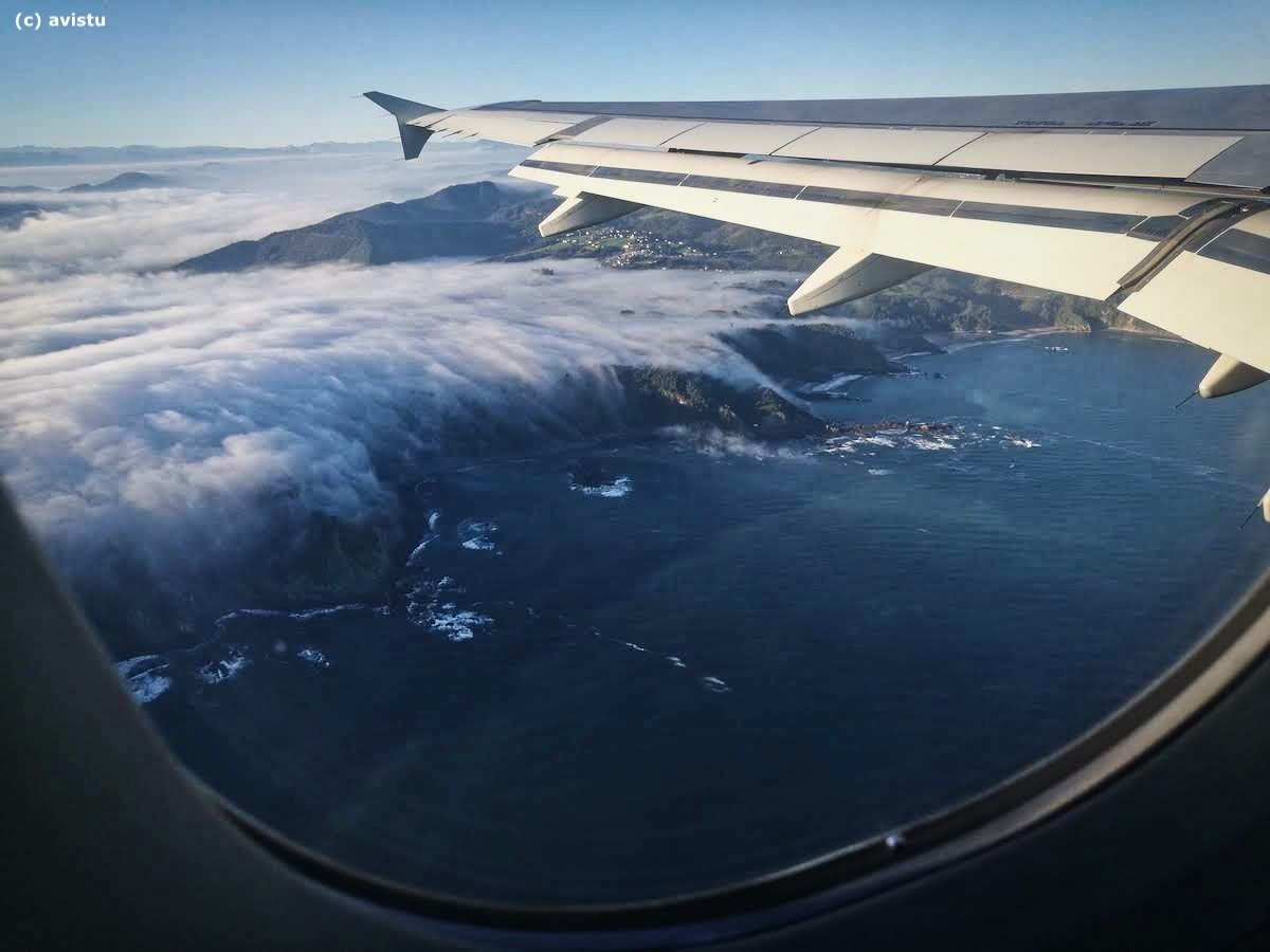 Costa de Asturias después del despegue desde su aeropuerto