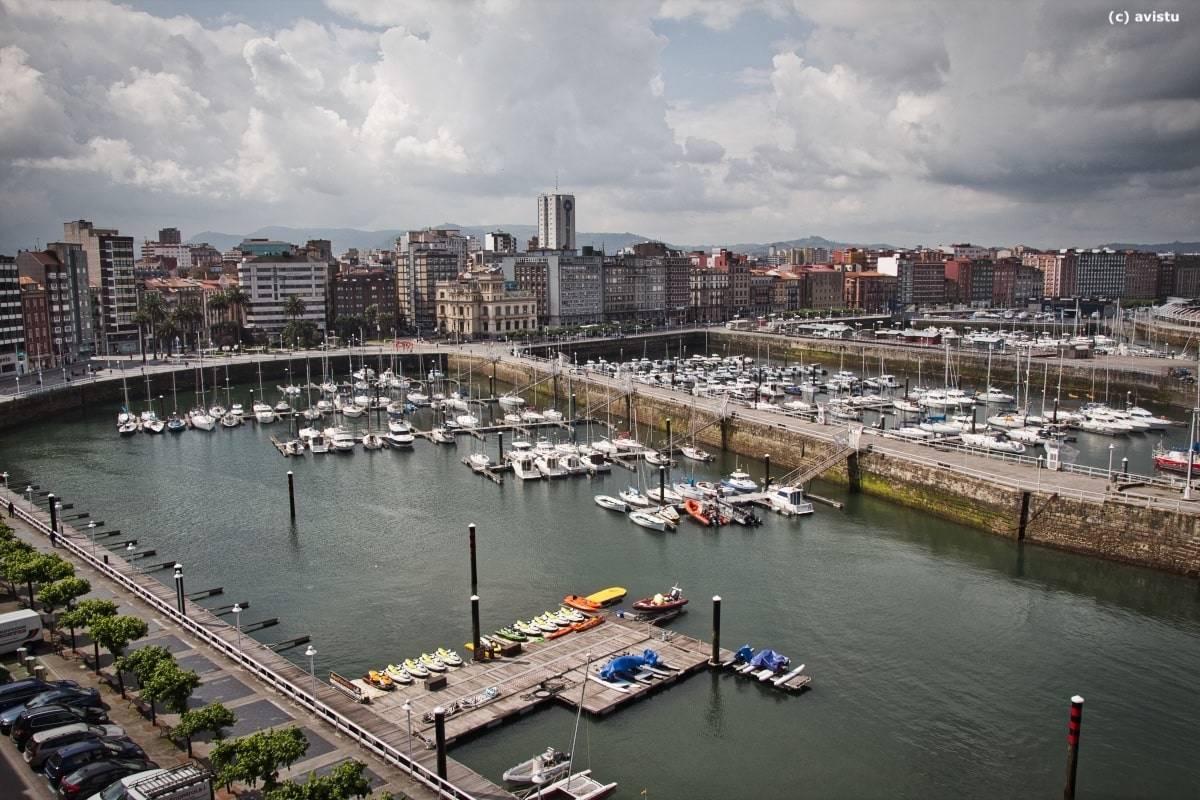 Puerto deportivo de Gijón (Asturias)