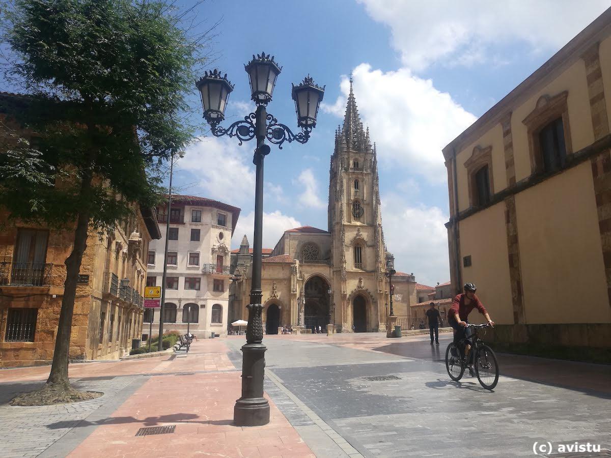 Catedral de Oviedo desde Plaza Porlier, Oviedo, Asturias