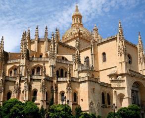 Cómo ir de Madrid a Segovia en transporte público y privado