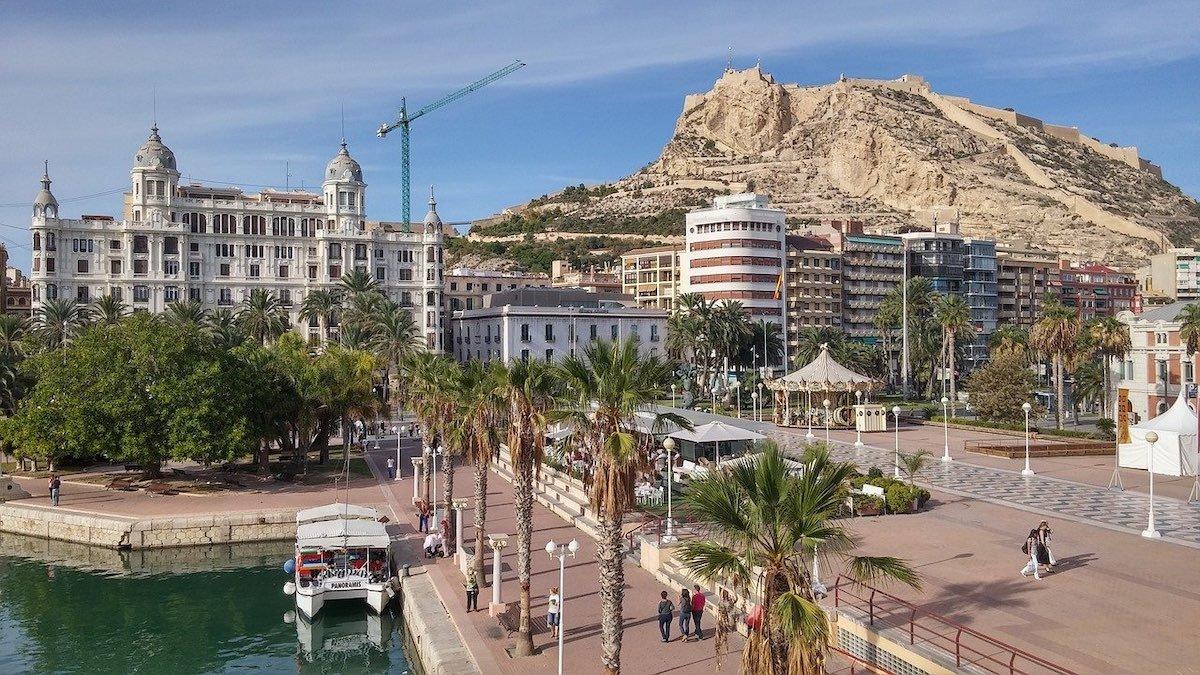 Alicante y Castillo Santa Barbara