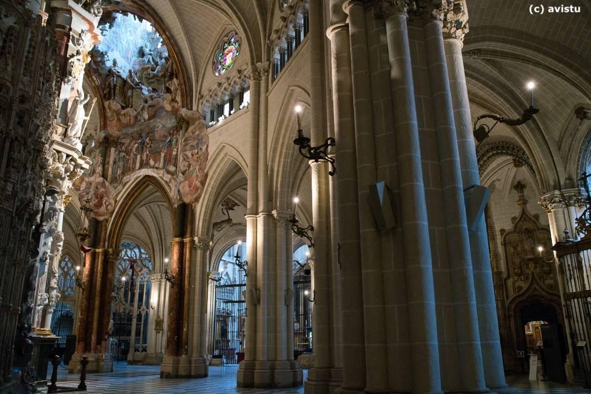 Vista lateral del Transparente y la apertura en la bóveda en la Catedral de Toledo