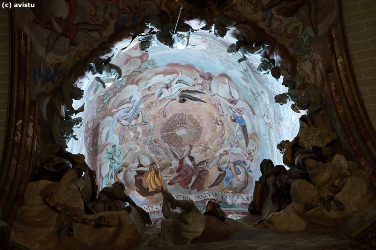 Con el zoom al máximo, la gloria y los principales santos en el rompimiento de la bóveda en la Catedral de Toledo