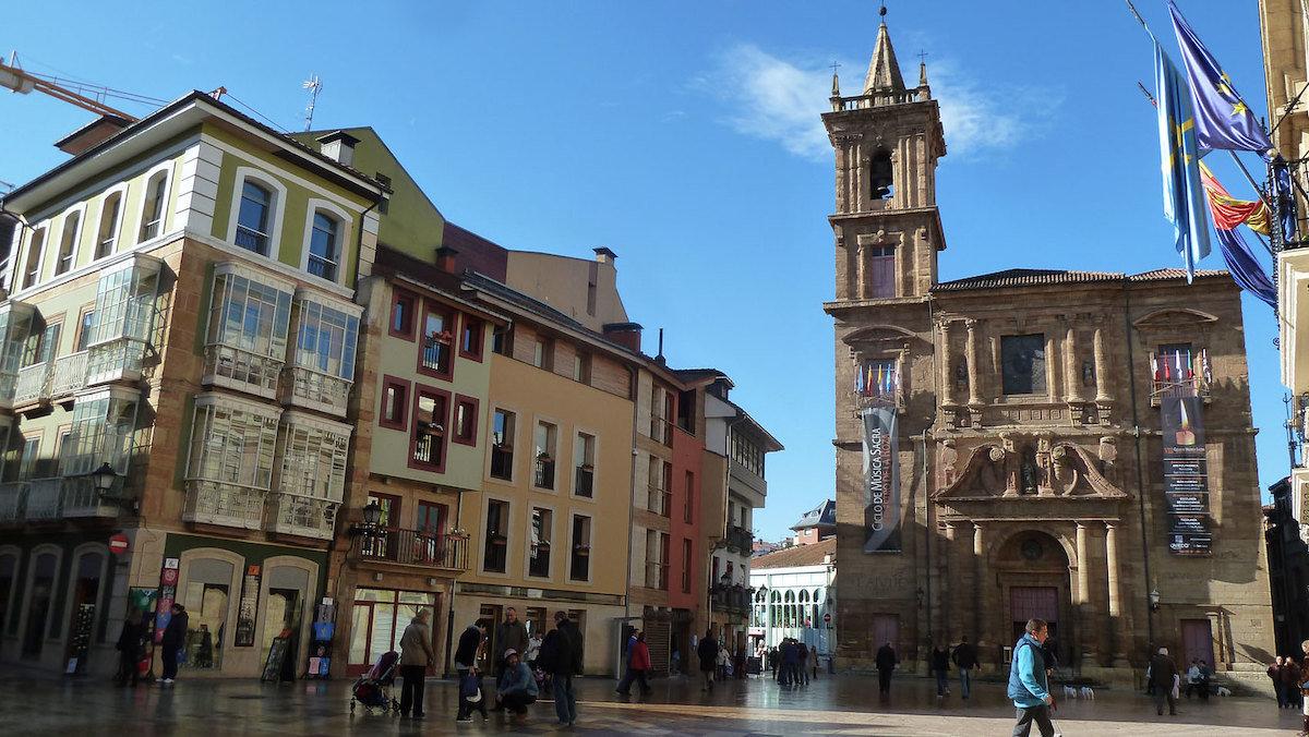 Plaza Mayor o de la Constitución en Oviedo