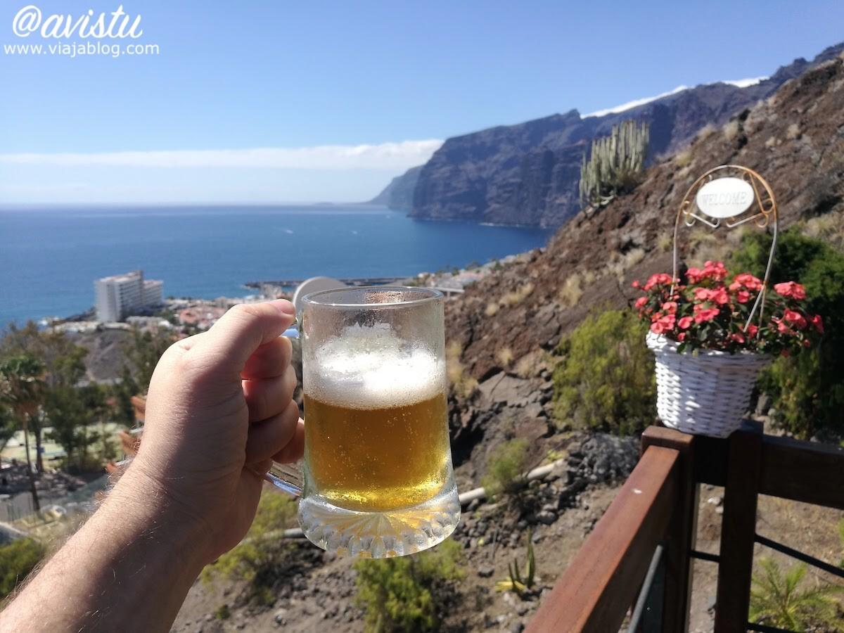 Cerveza con vistas a Los Gigantes en Tenerife