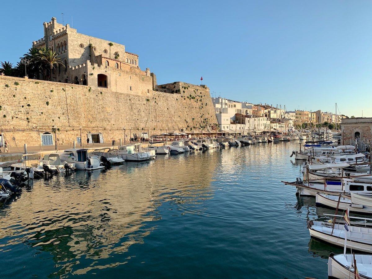 Puerto de Ciudadela en Menorca