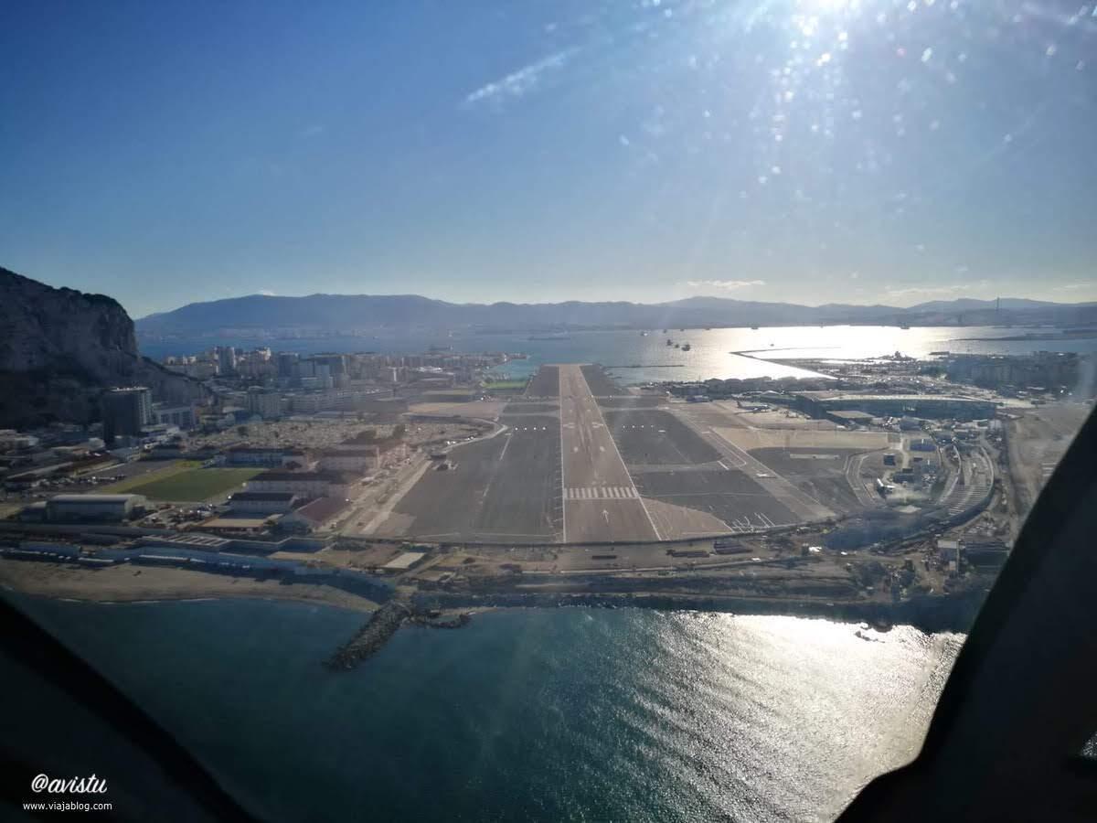 Aeropuerto de Gibraltar desde un helicóptero