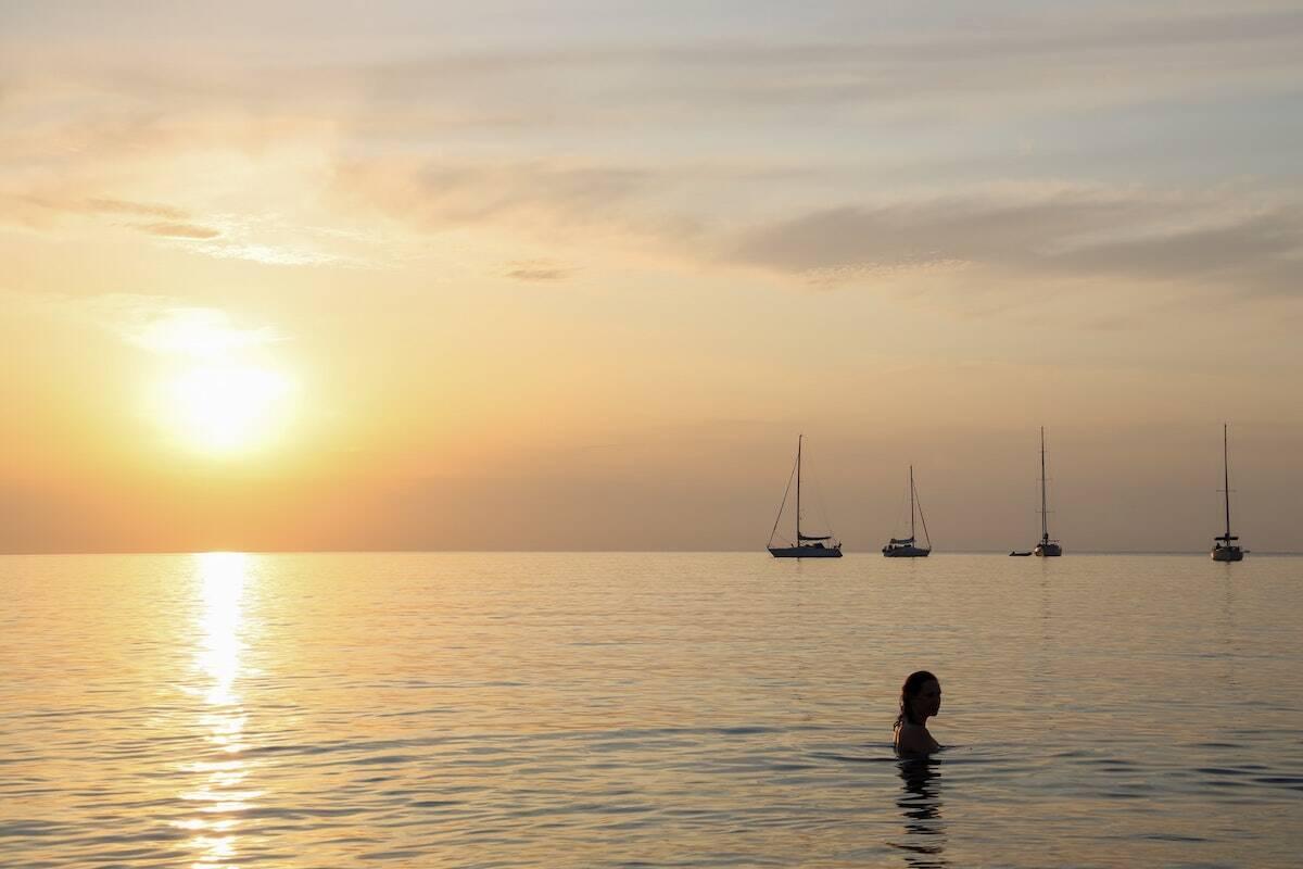 Atardecer en el mar en Menorca