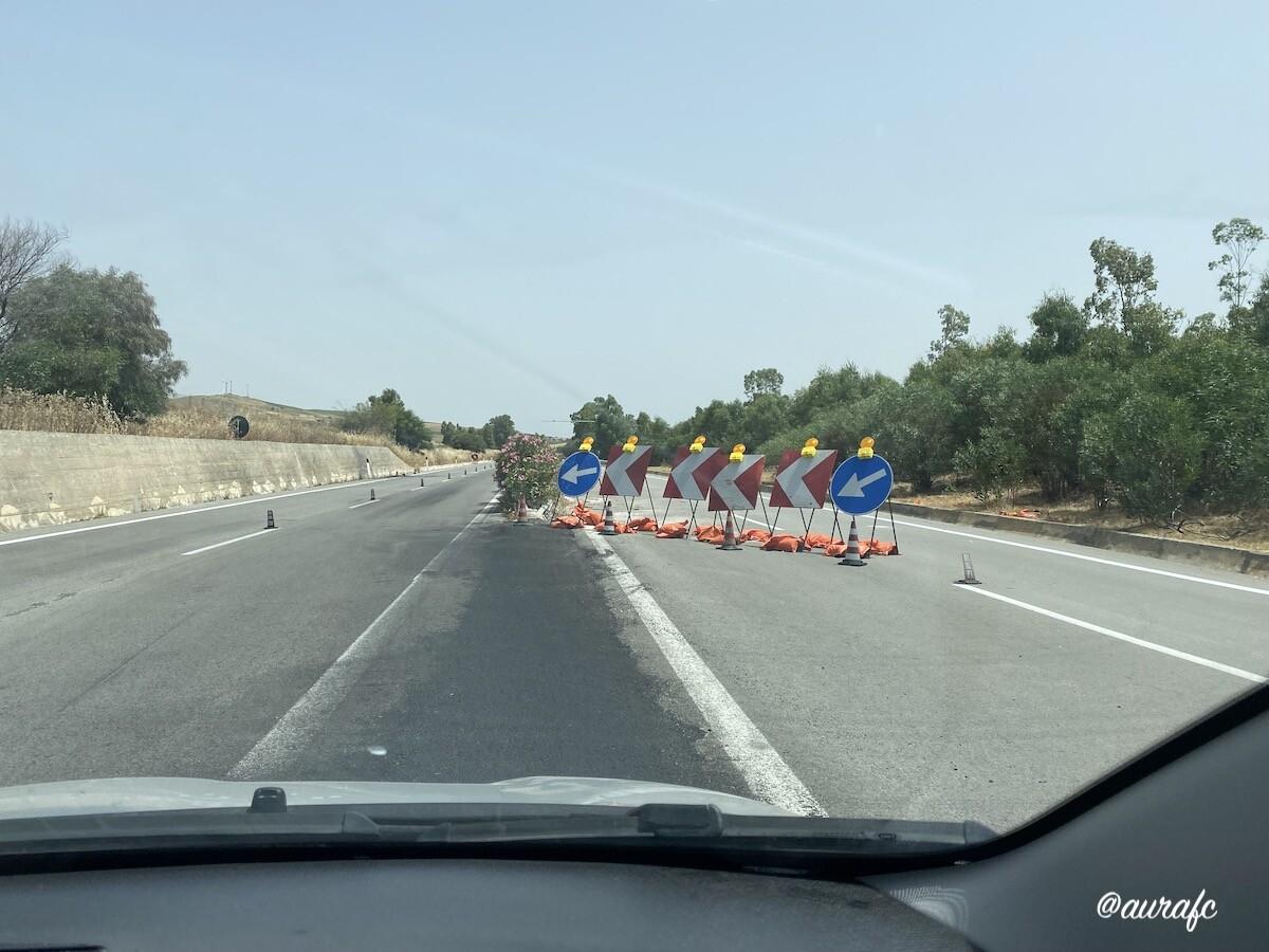 Carretera en obras en Sicilia