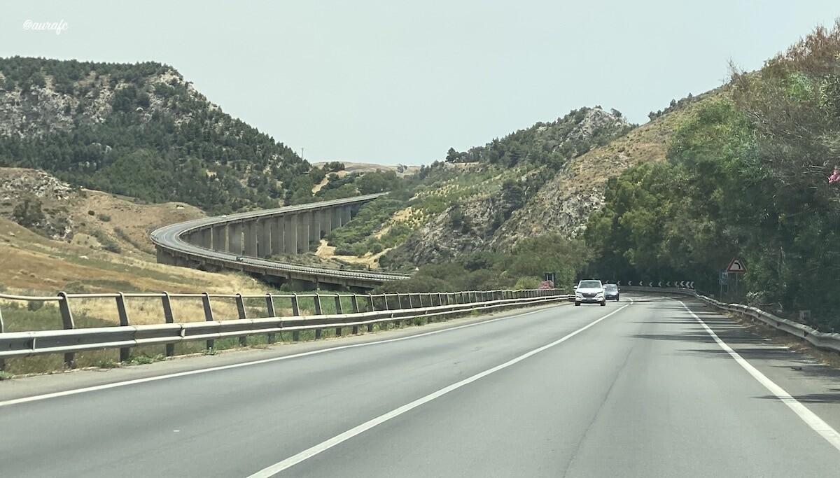 Puente en carretera de Sicilia