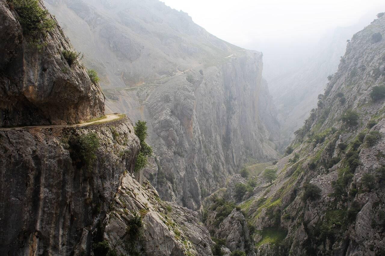 ruta del cares asturias gargantas de montañas