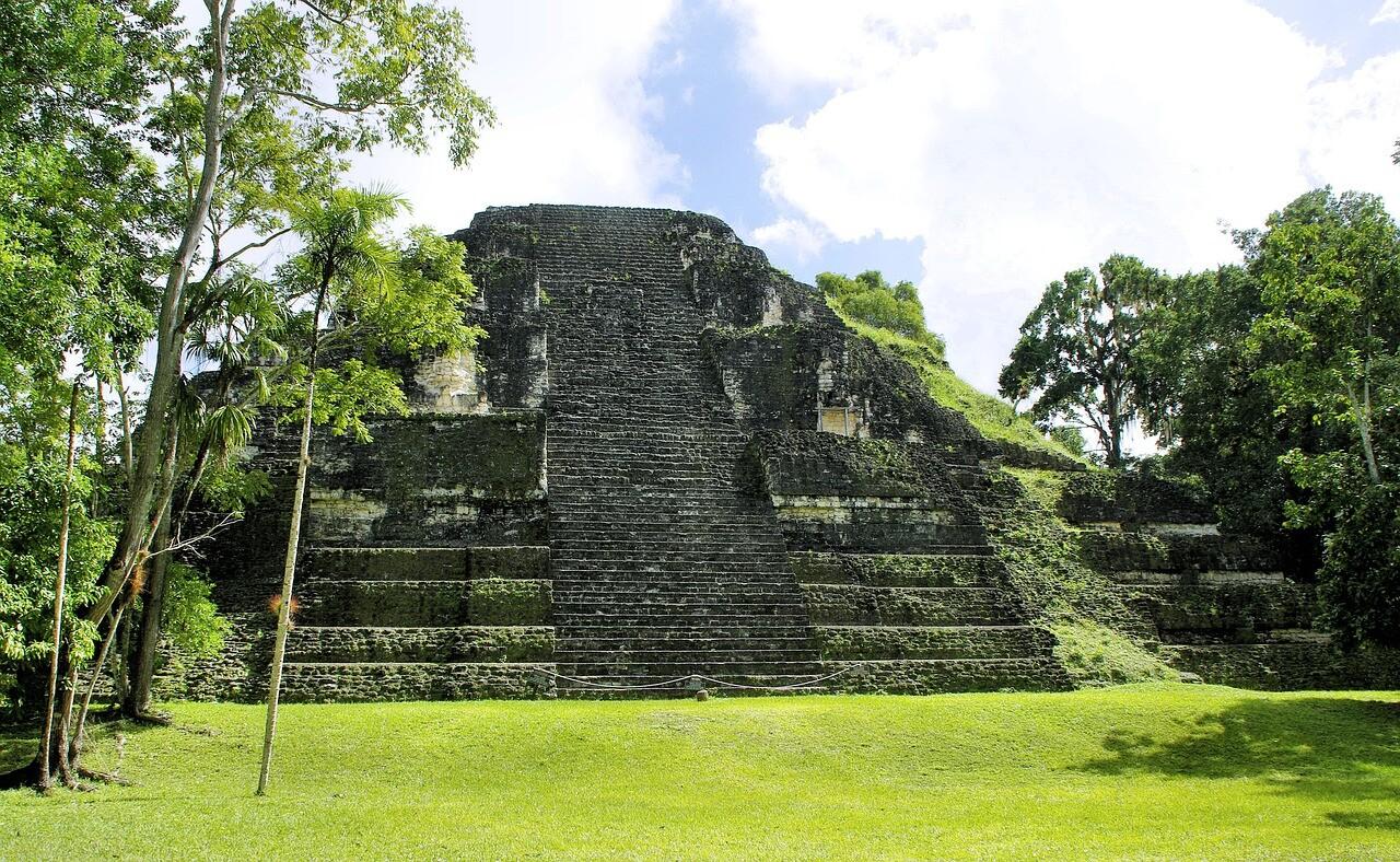 Restos arqueológicos de Tikal en Guatemala
