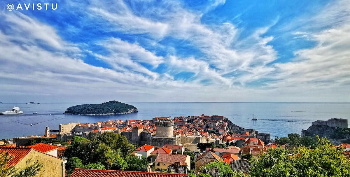 Vista panorámica de Dubrovnik y el Mar Adriático en Croacia