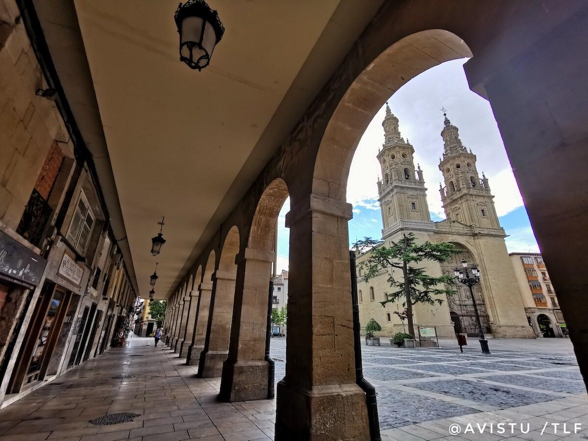 Concatedral de Santa María de la Redonda y Plaza del Mercado en Logroño