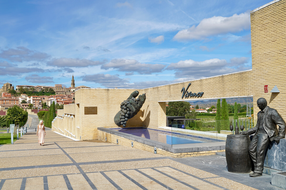 Entrada al Museo y Bodega Vivanco en Briones, La Rioja