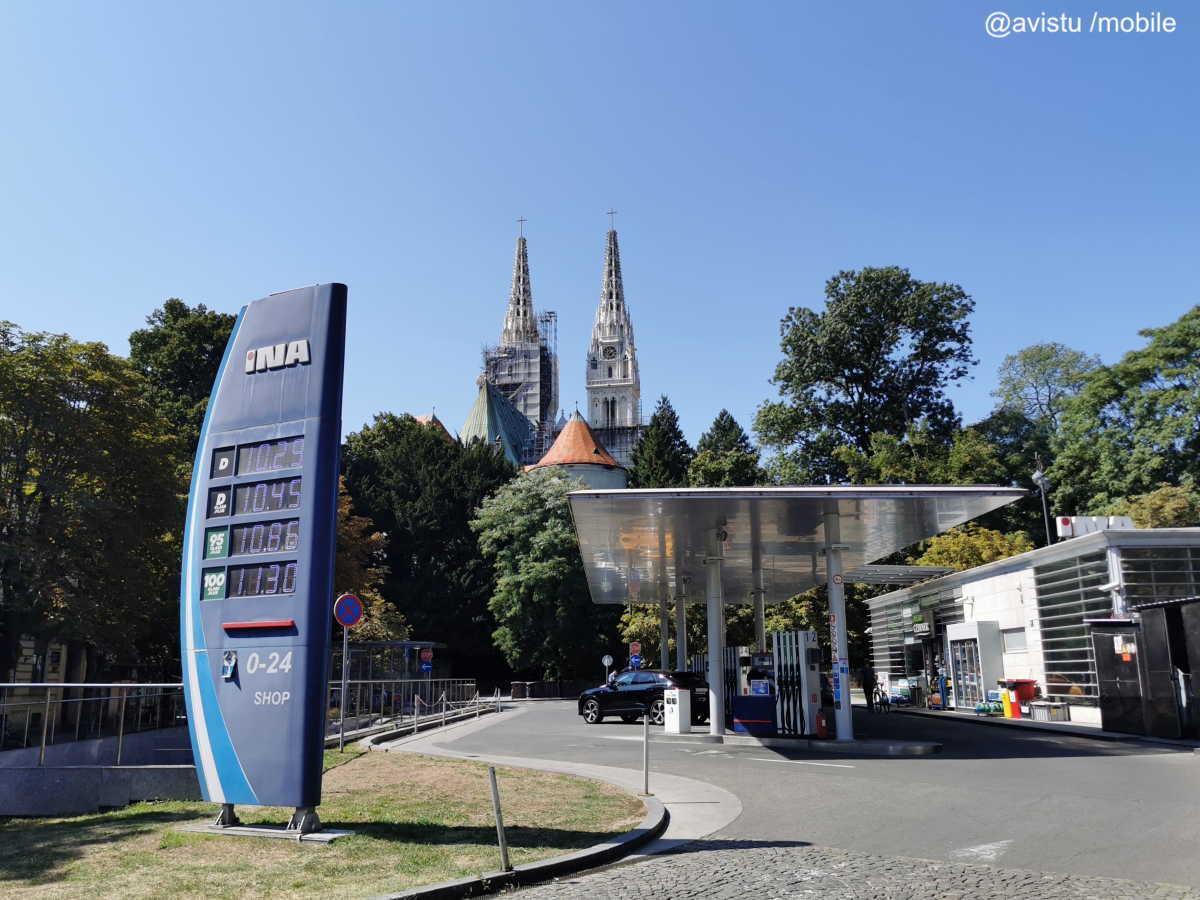 Gasolinera INA en Zagreb, Croacia